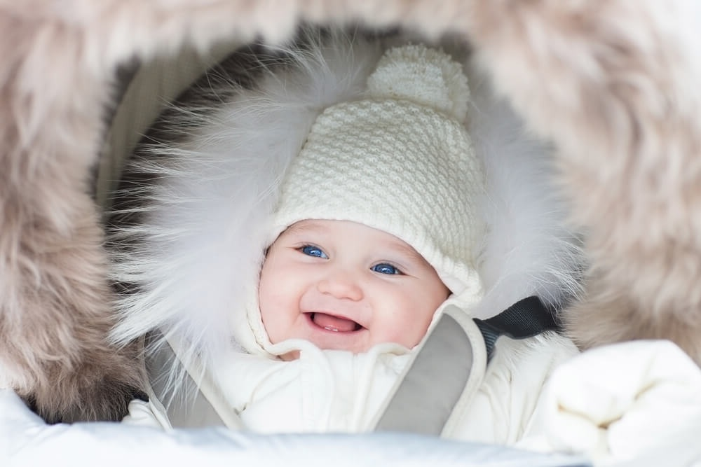 Прогулка с новорожденным зимой